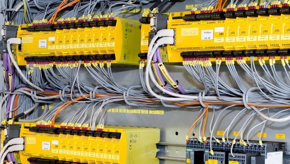 Fig. 3: F_A_Salzgitter_D41_7613_control_cabinet_PNOZ_cold1_2014_02_297mm; Control cabinet with configurable control system PNOZmulti (Pilz GmbH & Co. KG)