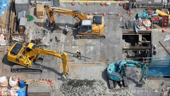 Japan's fall in machinery orders raises concerns