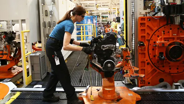 UK manufacturing output drops at fastest rate